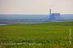 Stock photo of Poplar River Power Station in the Big Muddy Badlands region of Southern Saskatchewan, Canada.